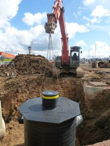 Due to its light weight and robust build the SDS Aqua-SwirlTM hydrodynamic separator could be lifted and manoeuvred easily into position using excavation plant already on site